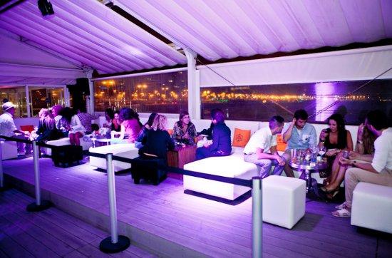 Boo beach club el chiringuito de moda este verano en for Beach club barcelona