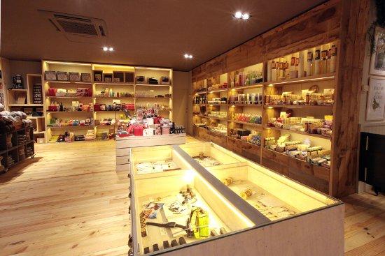 Natura inaugura un nuevo concepto de tienda en l illa - Natura casa barcelona ...