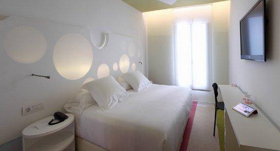 Room mate pau un hotel de dise o en el centro de for Hoteles barcelona habitaciones cuadruples