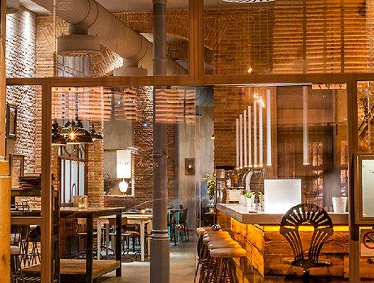 Restaurante llamber una taberna gastron mica en el born - Decoracion locales hosteleria ...