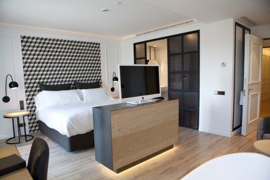 the serras un nuevo hotel boutique de lujo en barcelona. Black Bedroom Furniture Sets. Home Design Ideas