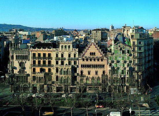 Mis 5 calles favoritas de barcelona monumentos historia - Casas modernistas barcelona ...