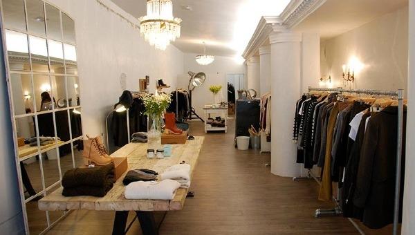 La otra tienda de cloch en bilbao for Decoracion de almacenes de ropa