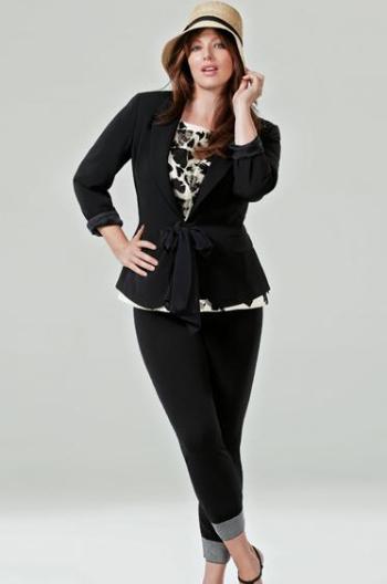 Lo que distingue a Marina Rinaldi de otras firmas de talla grande es, sin duda, su elegancia. Su ropa está especialmente cortada y diseñada para no ser