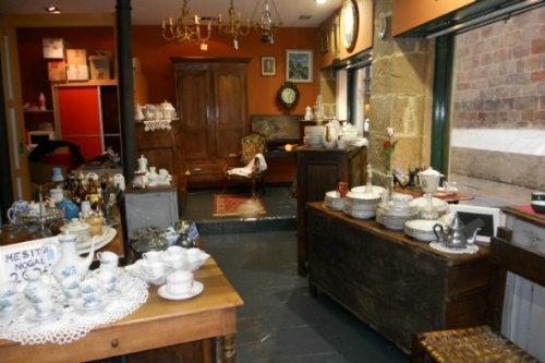 La brocante de ana mobiliario antiguo y piezas de - Decoracion en bilbao ...