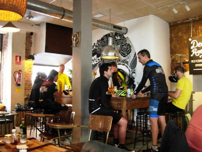 La Bicicleta Cycling Caf en Madrid T mate un caf montado en una