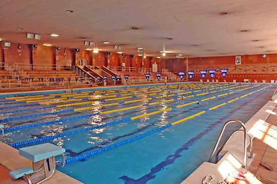 Polideportivo chamart n piscina y buen gusto for Piscina polideportivo
