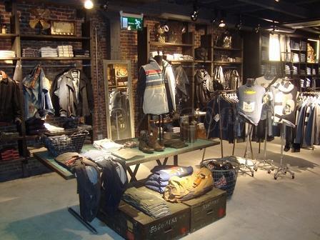 Pepe jeans abre su buque insignia en fuencarral for Muebles industriales madrid