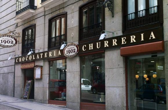 Los artesanos 1902 churros con chocolate en el centro de madrid - Artesanos de madrid ...