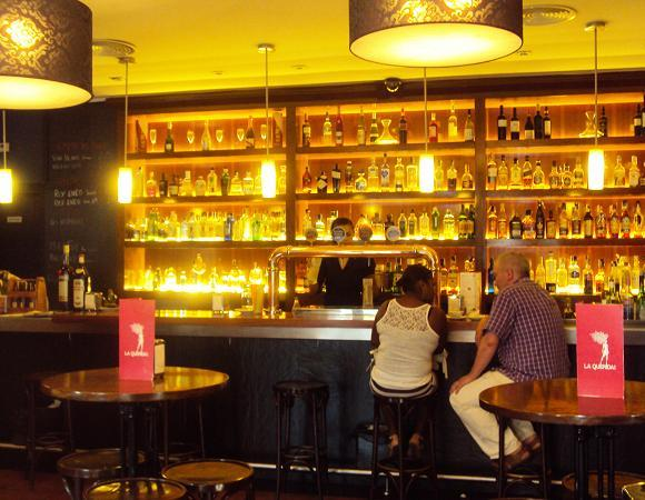 La querida bar en madrid tapas creativas y copas por la - Decoracion de bares de copas ...