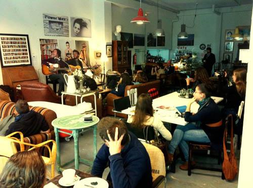 Cinco cafeter as con encanto que debes conocer en sevilla - Mobiliario vintage sevilla ...