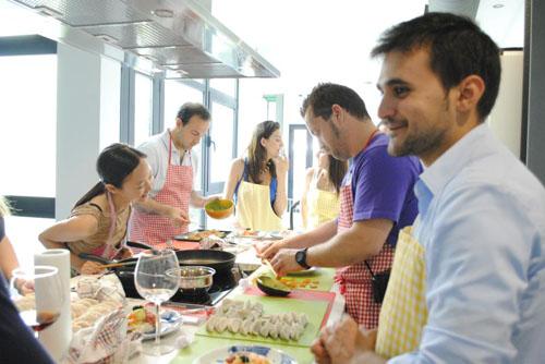Cinco sitios interesantes para hacer cursos de cocina en for Clases de cocina sevilla