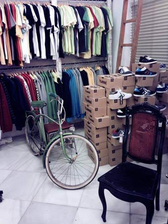 Swee1 abre nueva tienda con ropa y bicis retro en sevilla - Ropa vintage sevilla ...