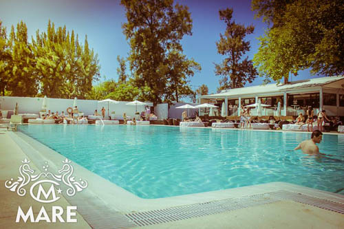 Mare club un oasis para disfrutar del caluroso verano en for Piscina dos hermanas