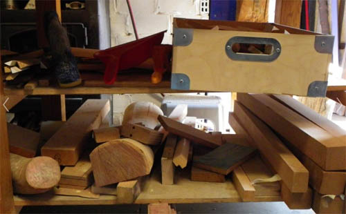 Hombre de madera un taller de ebanister a muy especial en for Taller de ebanisteria