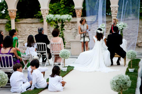 este tipo de cosas no se te dan demasiado bien, como es lo más normal,  pues se puede acudir a especialistas en la celebración y organización de  bodas.