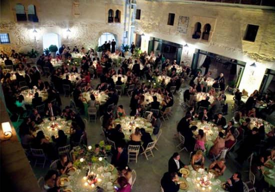 La experiencia de Araventum tanto en bodas de las llamadas convencionales como de las bodas más originales está asegurada. No en vano es una de las más
