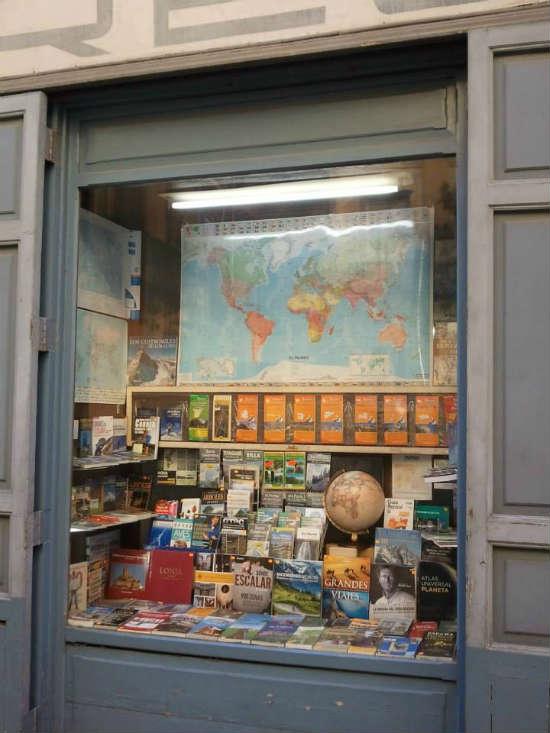 Librer a regolf una de las librer as de viajes con m s solera de valencia - Almacen de libreria ...
