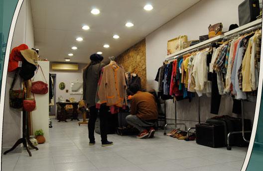 Retro collective una nueva tienda vintage en barcelona for Decoracion de negocios de ropa