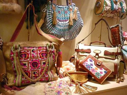 WORLD FAMILY IBIZA trae su moda étnica handmade a Barcelona ... f0e6915b6d3