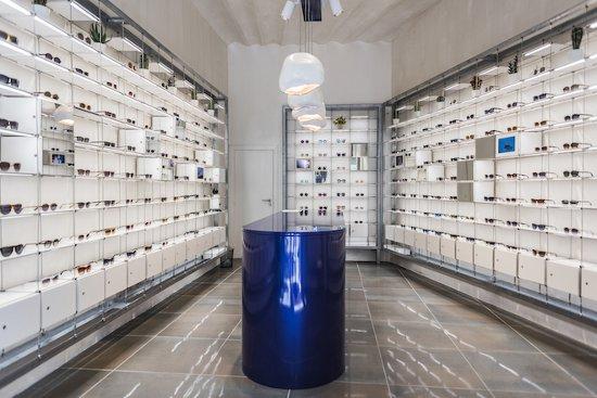 1e44adafca2e3 En su primera tienda propia abierta en la céntrica Rambla de Catalunya los  300 diseños que integran esta primera colección de Visionario te esperan.