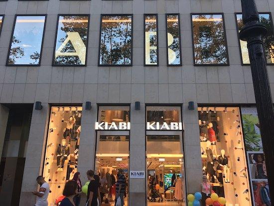 53ff901626c La nueva tienda de Kiabi en Barcelona dispone de 2.200 m2 repartidos en 3  plantas