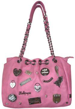 6e158681e Los productos que puedes encontrar en las tiendas Lollipops van desde  bolígrafos, hasta bolsos y maletas. Podrás disfrutar de sombreros, carteras  de cuero, ...