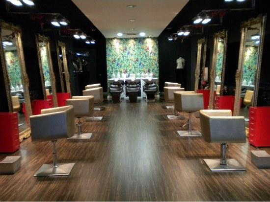 Aldo white black red peluquer a y est tica en bilbao - Salones de peluqueria decoracion fotos ...