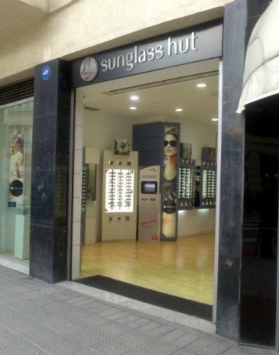 1b08c98a5ca8a Sunglass Hut  las mejores gafas de sol en su tienda de Bilbao ...