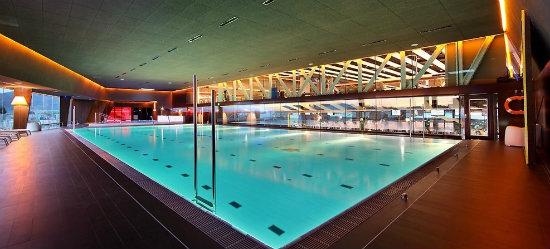 Club metropolitan bego a un nuevo gimnasio de lujo en bilbao - Gimnasio con piscina zaragoza ...