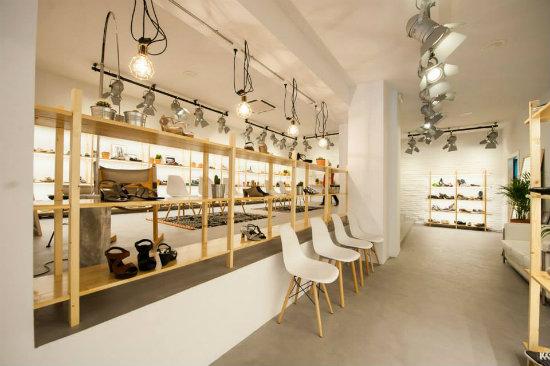 Zap in zapatos para todos los gustos en su nueva tienda for Decoracion de interiores zapaterias