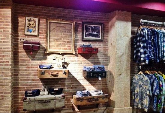 Arizona vintage clothing estrena nuevo espacio en la calle del v ctor - Tiendas online decoracion vintage ...