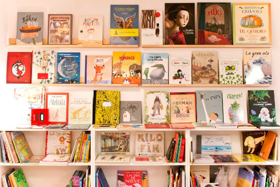 5 librer as infantiles imprescindibles si tienes ni os en - Estanterias de pared infantiles ...