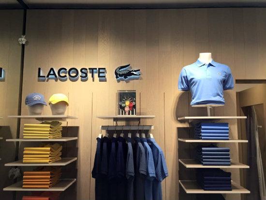 e5df96b42bdf3 La nueva tienda de Lacoste en Bilbao