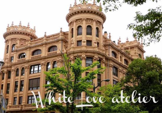 6a2568c29 White Love Atelier  novias únicas y con mucha personalidad en su nuevo atelier  de Bilbao