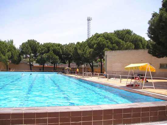 Centro deportivo municipal concepci n for Piscina luis aragones