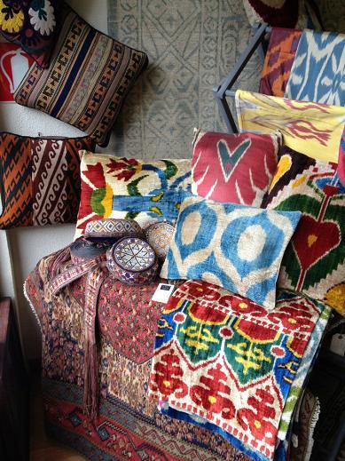 Tailak en Madrid: Cojines ikat de seda, kilims y cientos de