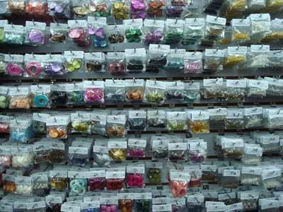 3df847f1ede1 En esta tienda podemos encontrar todos los elementos necesarios para la  creación de abalorios como anillos
