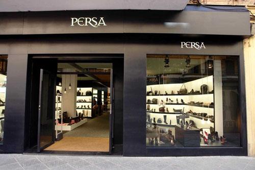 Persa zapatos y complementos de firma en sevilla for Disenos de zapaterias modernas