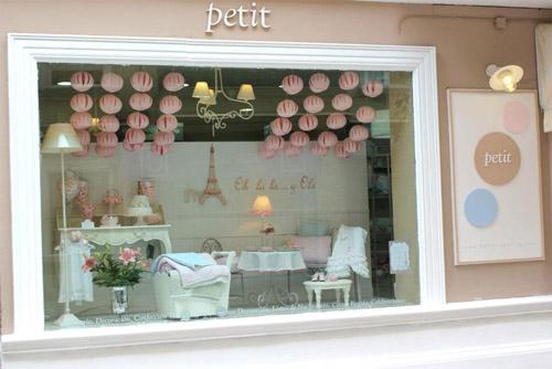 Petit sevilla un para so parisino para mam s y beb s for Muebles para escaparates