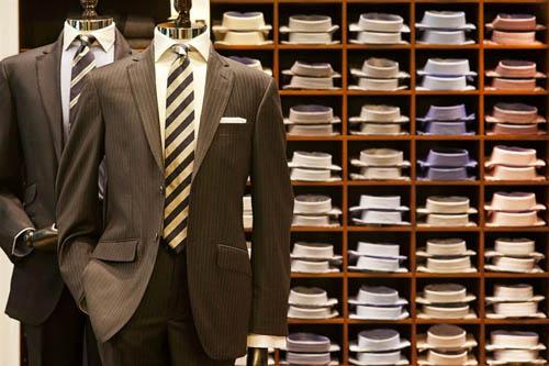 Hackett London tiene tiendas impresionantes en las principales capitales  del mundo como Dubai 076fb40ee00