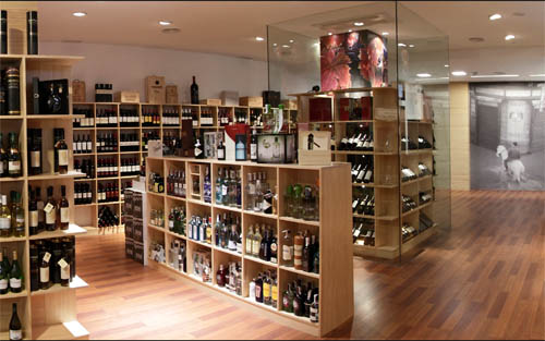 Vi a y licor la nueva tienda de vinos y licores gourmet for Diseno de muebles para licores
