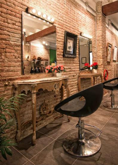 El atelier una original peluquer a y moda vintage en for Disenos de espejos para peluqueria