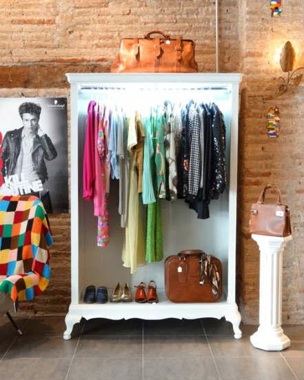 El atelier una original peluquer a y moda vintage en for Decoracion de negocios de ropa