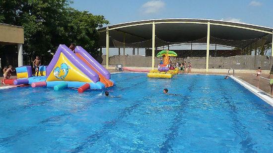 5 piscinas en valencia para disfrutar del verano for Piscina valencia
