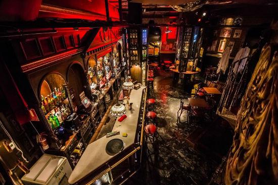 The soul el pub irland s de moda del centro de valencia for Muebles para pub