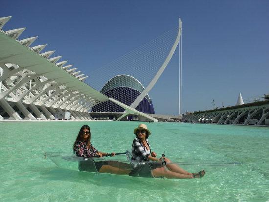 Puedes ir en barca (kayaks) y bolas de agua por la Ciudad